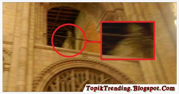 Hantu Uskup Di Katedral Kuno Ini Tertangkap Kamera