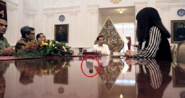 Merinding, Ada Penampakan Dalam Foto Presiden Jokowi ini
