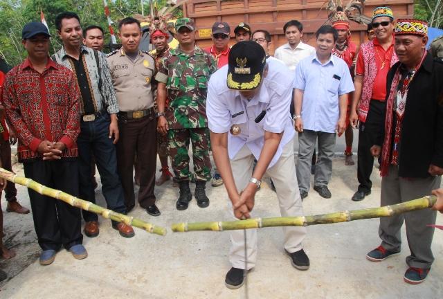 Jarot Resmikan Gedung Kesenian Batu Linoh Desa Nobal