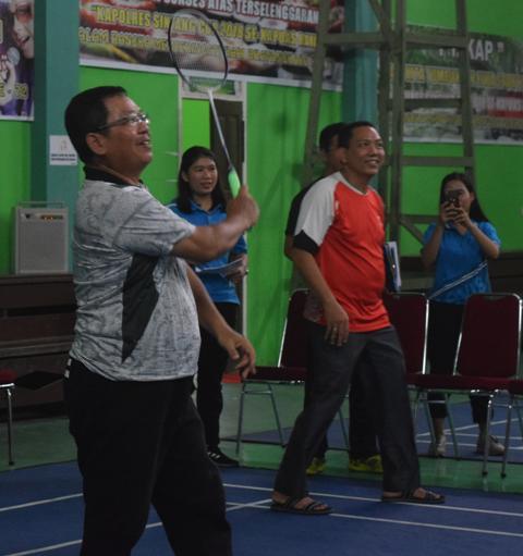 Wakil Bupati Sintang Buka Turnamen Bulutangkis Atar Gereja Se-Kabupaten Sintang