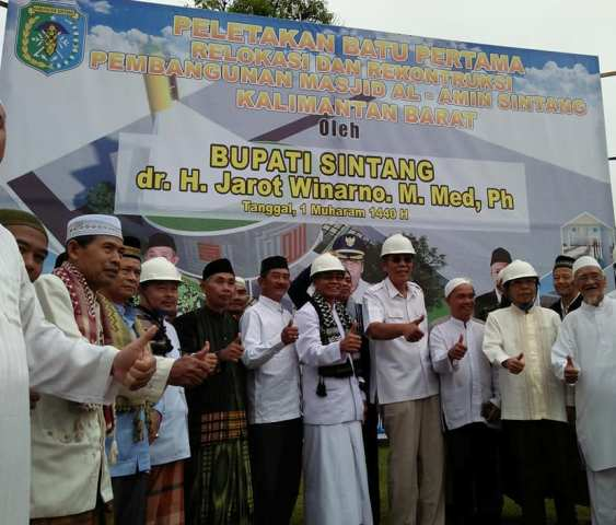 Bupati Sintang Letakan Batu Pertama Pembangunan Relokasi Masjid Al Amin Sintang