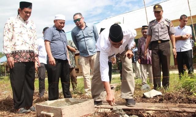 Jarot Letak Batu Pertama Pembangunan Rumah Tahfiz Qur'an Dan Panti Asuhan Muhammadiyah Sintang
