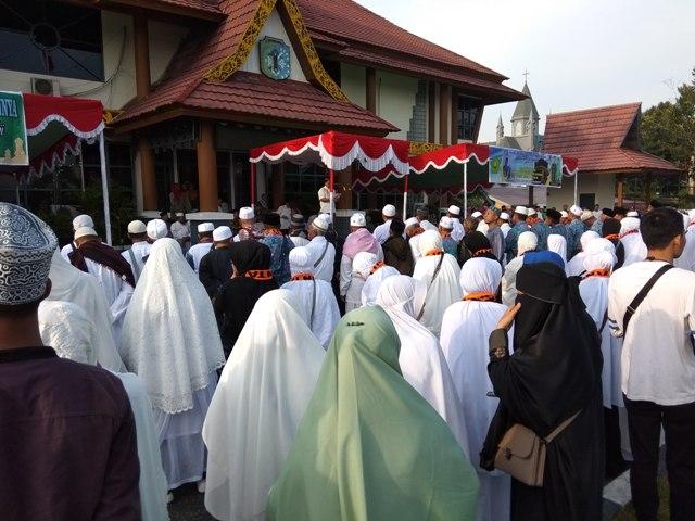 Tiba Di Bumi Senentang, Pemkab Sintang Sambut Kembali 141 Jamaah Haji Sintang