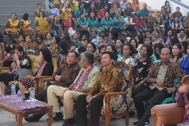 Bupati Sintang Membuka Acara Pembinaan Komisi Dan Seksi Pelayanan Perempuan GKE