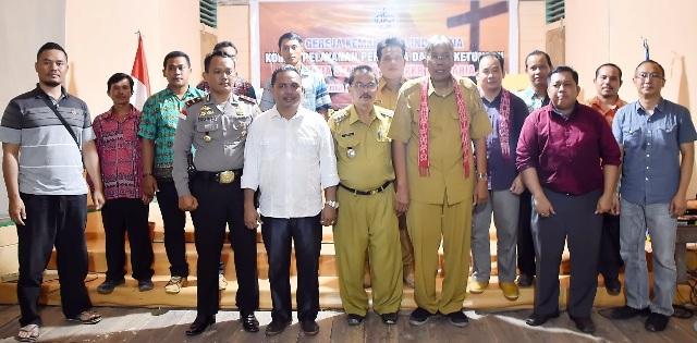 Wakil Ketua DPRD Sintang Dampingi Bupati Buka KKR Dan Seminar Dusun Tumbuk