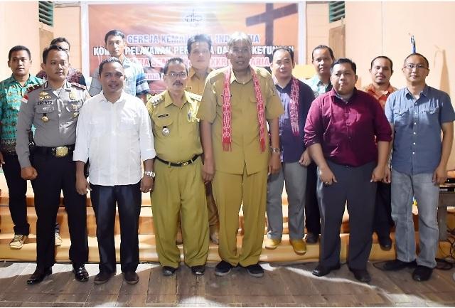 Anggota DPRD Komisi C Sintang Melkianus Dampingi Bupati Jarot Ke Dusun Tumbuk
