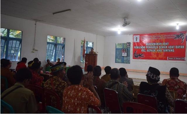 Ketua DPRD Sintang Hadiri Musdat DAD Kecamatan sepauk