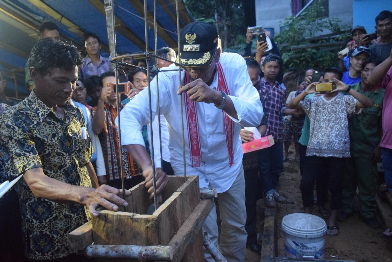 Bupati Sintang Melakukan Penancapan Tiang Pertama Gereja GKE Nanga Toran