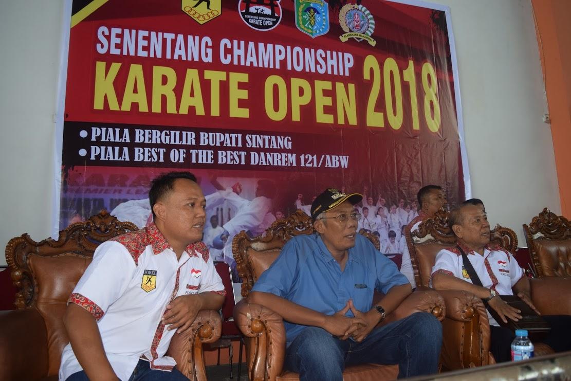 Bahan Berita Dan Foto Bupati Sintang Dr.H. Jarot Winarno,M.Med.Ph Membuka Senentang Championship Karate Open Tahun. 2018