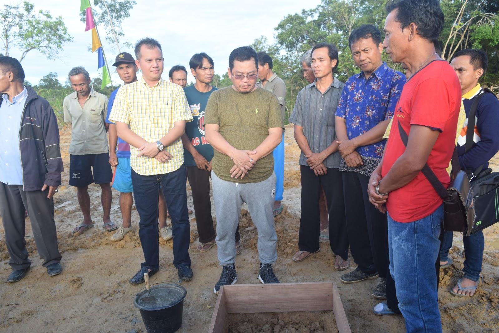 Wakil Bupati Sintang Melakukan Peletakan Batu Pertama Gereja GPSK Moria Rentong