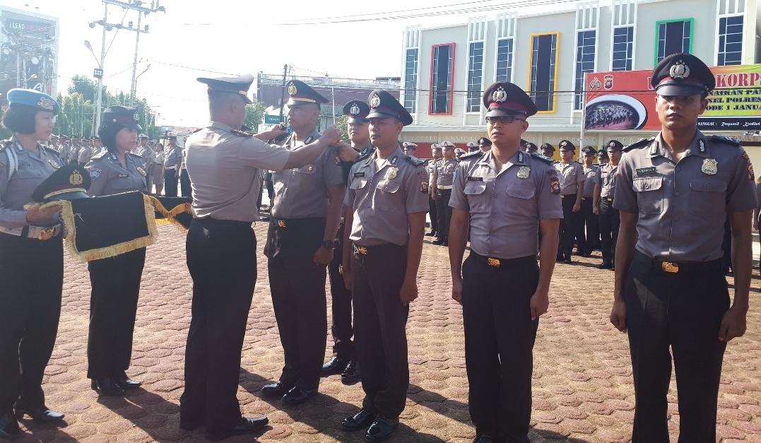 47 Orang angota Polres Sanggau Mendapatkan Kenaikan pangkat