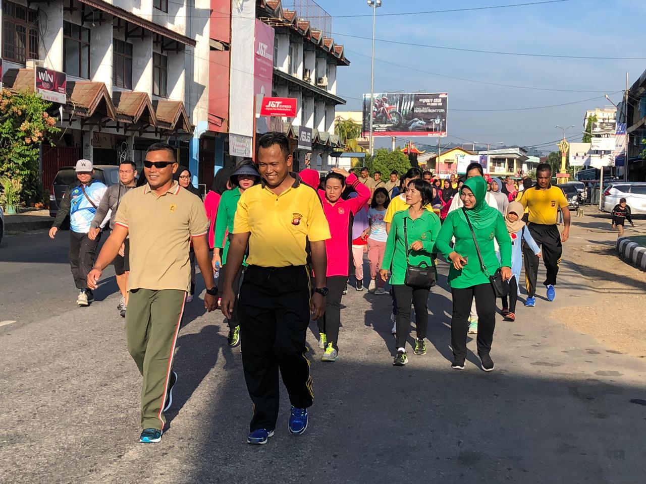 Polres Sanggau Laksanakan Car Free Day,Senam Massal dan Jalan Santai