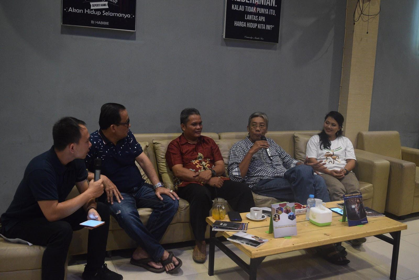 Bupati Sintang ,Jarot Winarno Beri Motivasi dalam Launching Buku dan Filem Domumenter