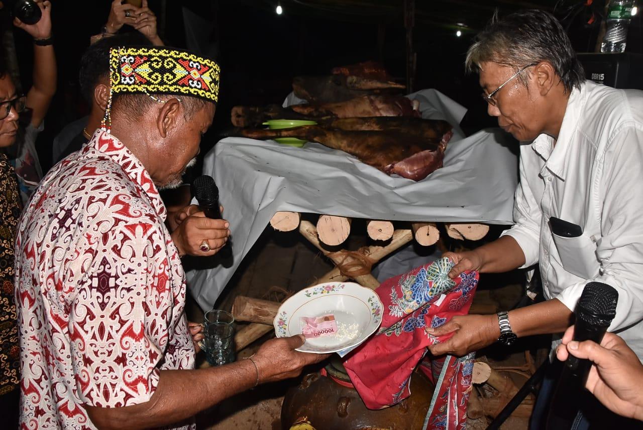Bupati Sintang, Hadir Dalam Acara Pesta Adat Dalo' Dayak U'ud Danum