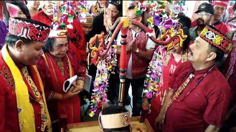 Suara Emas Bupati Sanggau dan Tuak Pengasih.