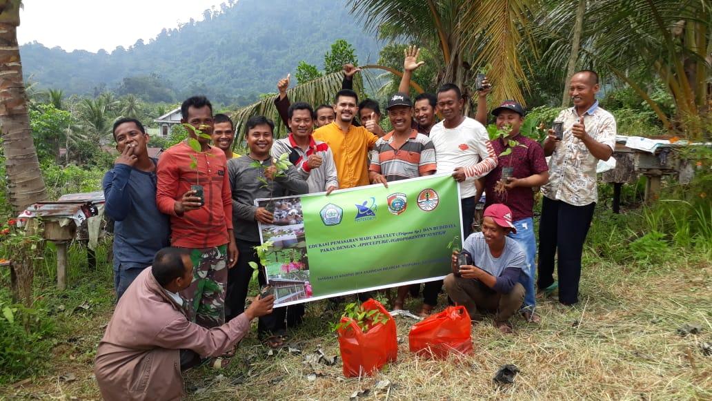 UNU Kalbar Latih Warga Tiga Desa Berternak Madu Kelulut