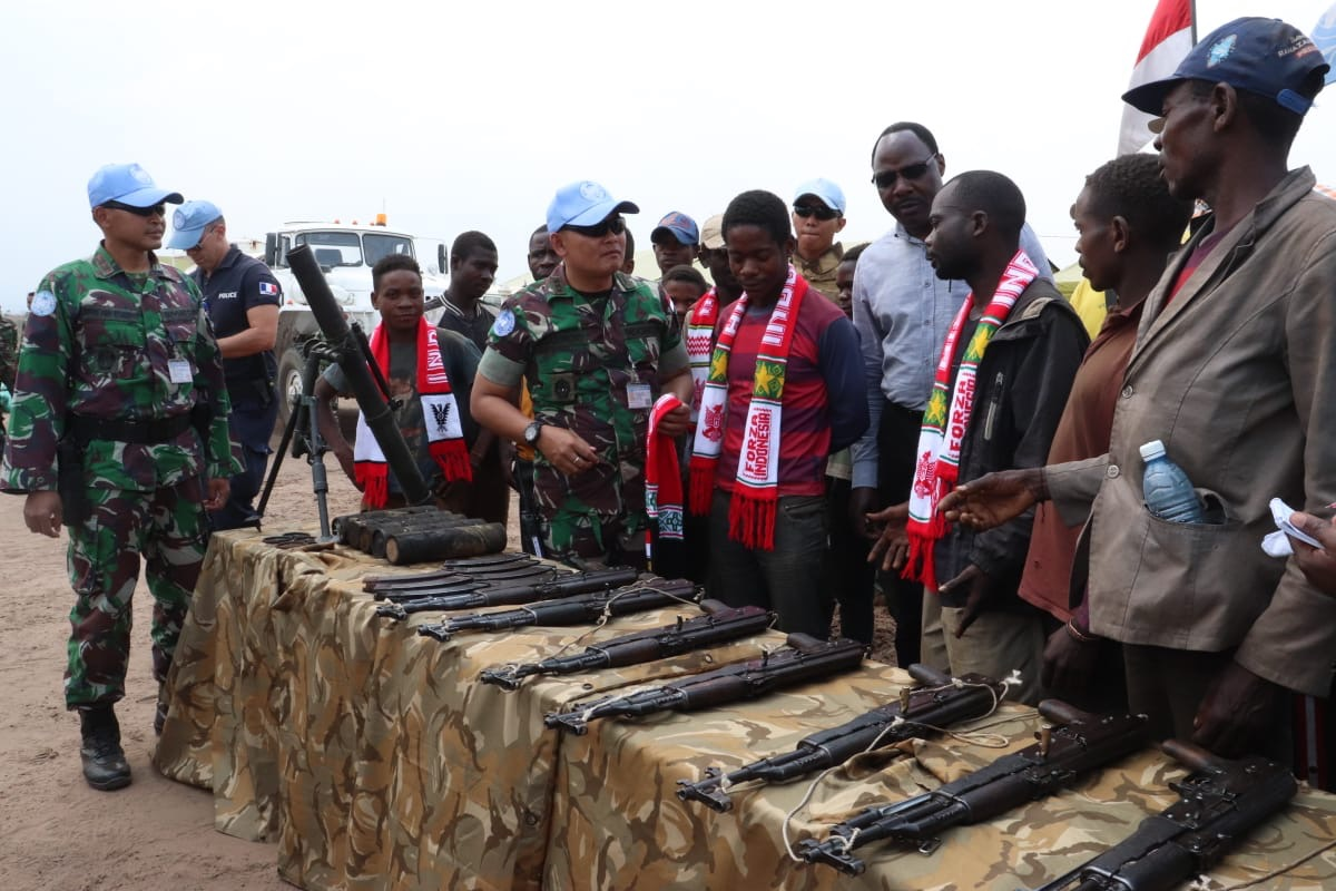 Kelompok Militan Kongo Serahkan Senjata ke Satgas TNI Konga XXXIX-A