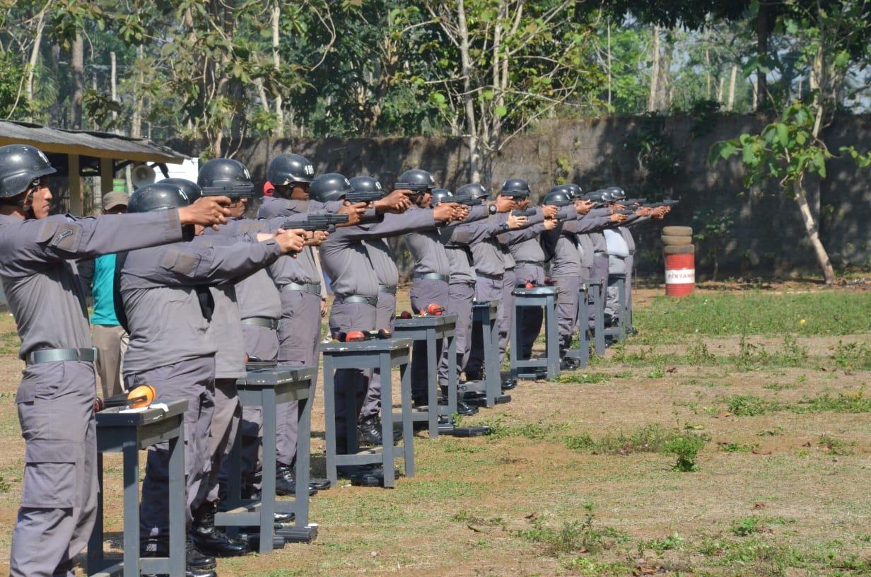 Puluhan Personel  Bakamla RI/IDNCG Jalani  Latihan Halang Rintang di Lemdiklat Polri
