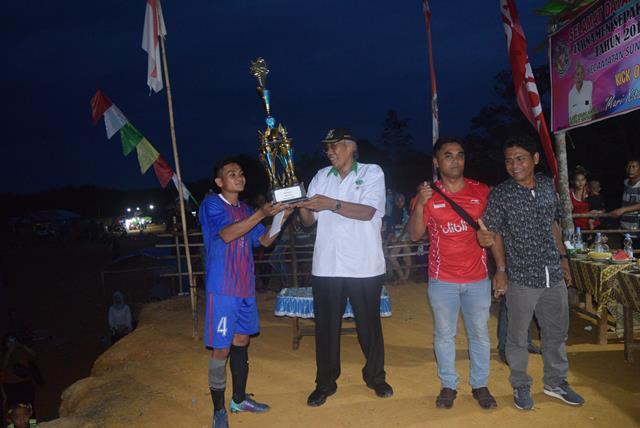 "Bupati Sintang Jarot Winarno Hadiri Penutupan Turnamen Sepak Bola ""Pantra Cup"" Tahun 2019 Di Desa Perembang Kecamatan Sungai Tebelian"