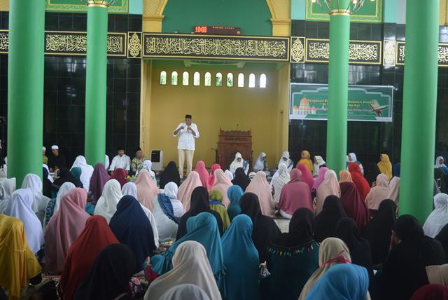 Bupati Sintang Hadiri Pengajian Rutin BKMT Kabupaten Sintang Di Masjid Agung An Nur