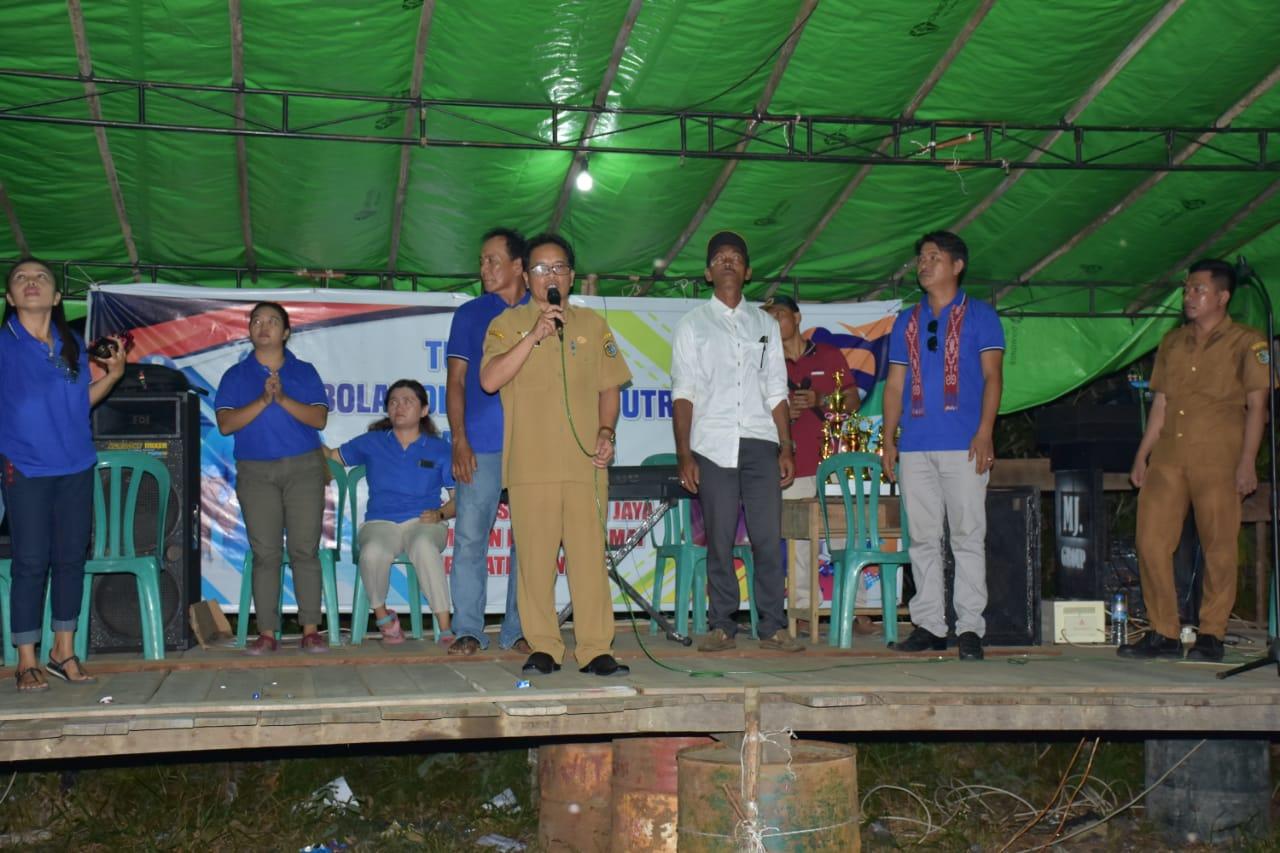 Wakili Bupati Sintang Staf Ahli Tutup Turnamen Hut Desa Mandiri Jaya