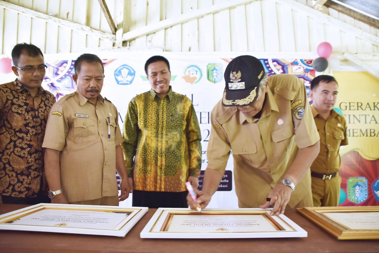 Bupati Sintang Canangkan Festival Kampung Listeeasi dan Taman Baca Masyarakat
