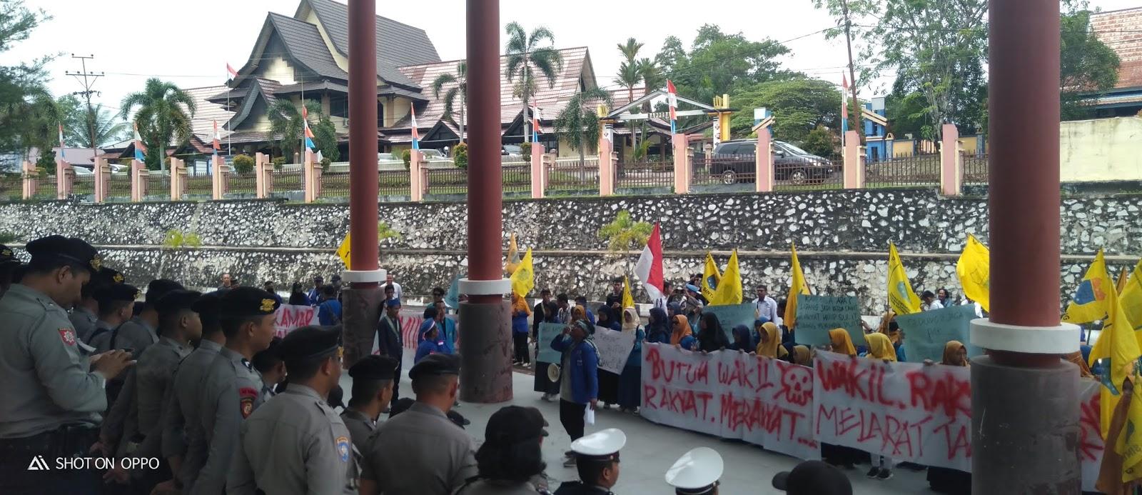 PMII Sintang Gelar Aksi Damai Di Gedung DPRD Sintang