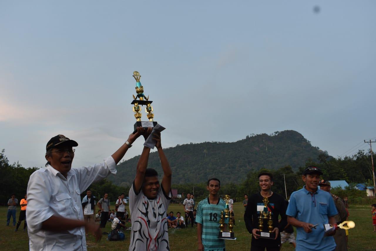Jarot, Tutup Turnamen Sepak Bola Pendekar Bukit Kelam Di Desa Merpak