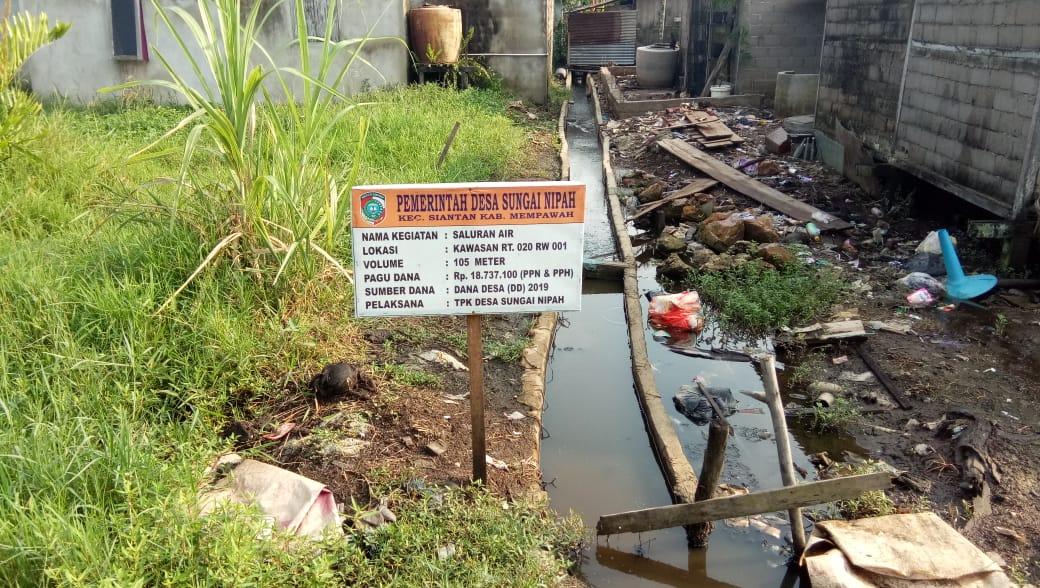 Pekerjaan Saluran Air menggunakan Dana Desa, Ketahananya di Pertanyakan Warga