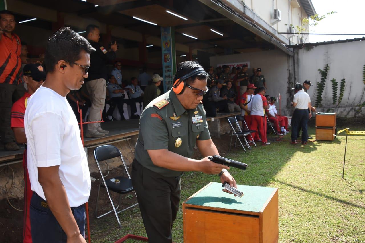 Pangdam III/Siliwangi Hadiri Acara Kejuaraan Menembak Kogartap II/Bandung