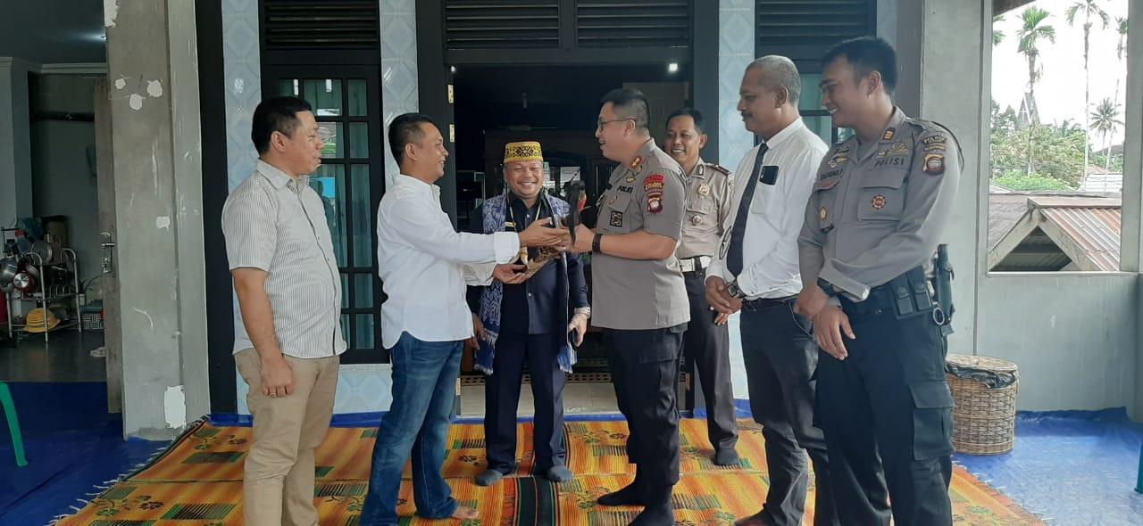 Kapolres Sanggau Jalin Silaturahmi di Moment Natal Kunjungi Rumah Sekjen DAD Sanggau.