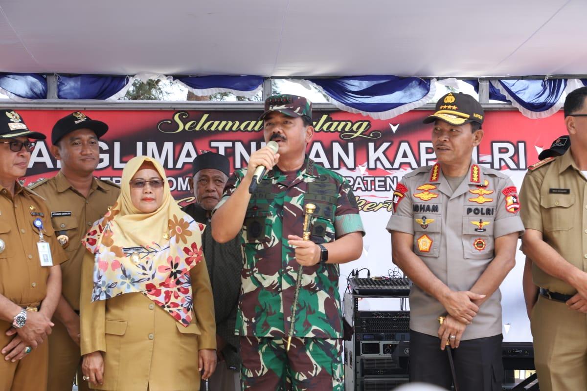 Panglima TNI  Sapa Masyarakat Natuna