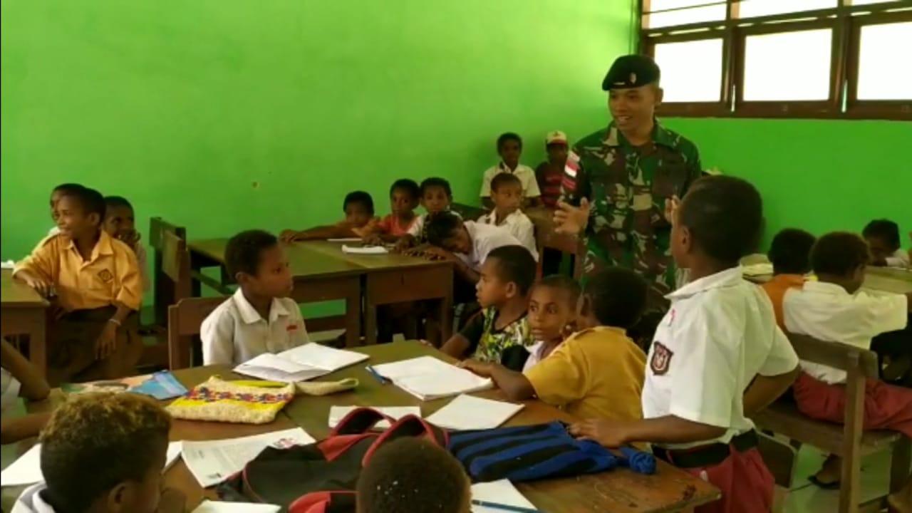 Satgas Raider 300 Menjadi Guru Di Tapal Batas