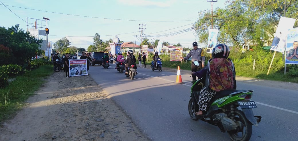 Bersama Bikers Sekadau, Bhabinkamtibmas Galang Dana Untuk Penderita Tumor