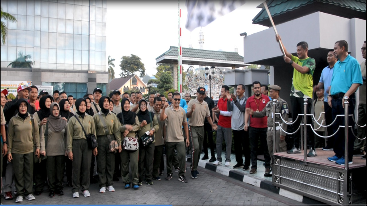 Prajurit Korem 091/Aji Surya Natakesuma Meriahkan Olahraga Sehat Gembira