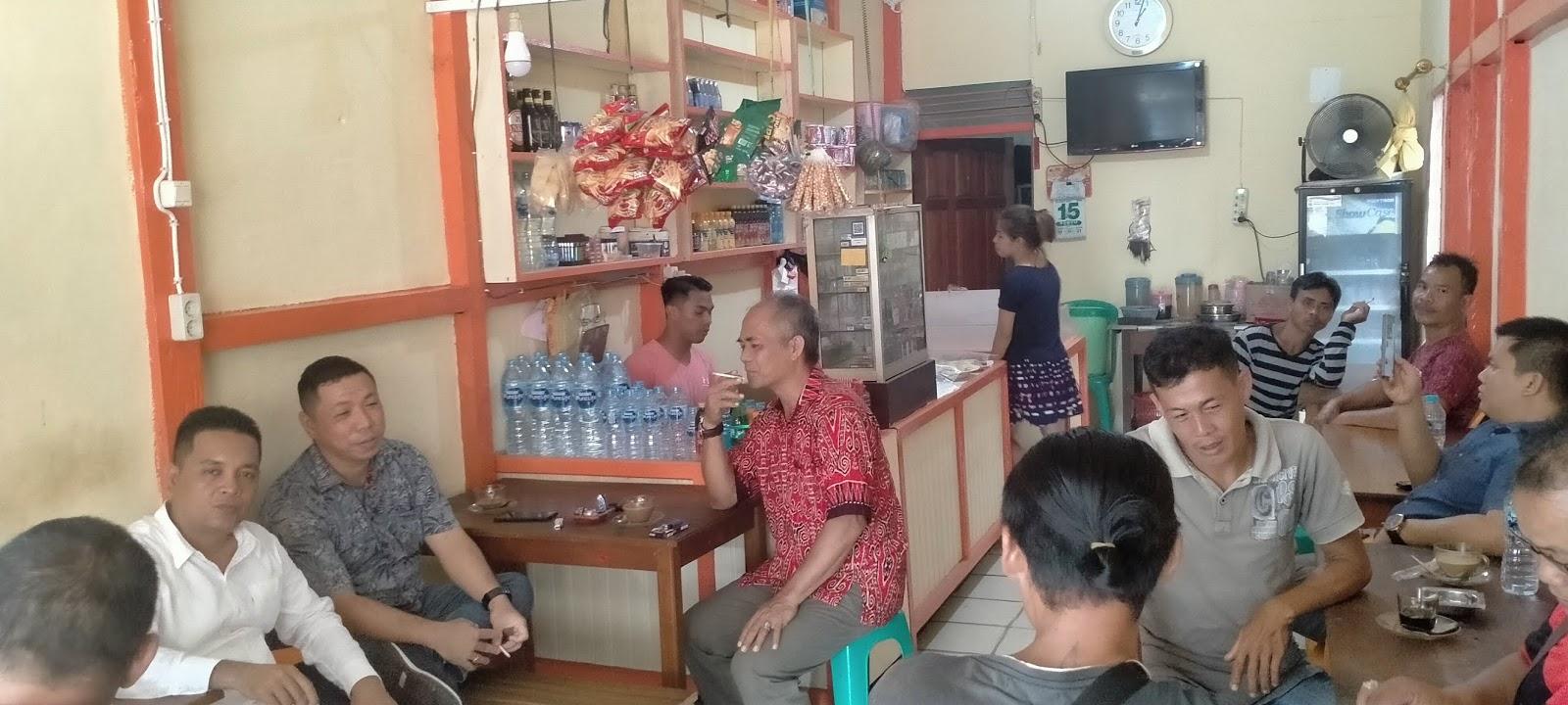 Anggota DPRD Yuvenalis Krismono Coffe Morning Bersama Warga Balai Batang Tarang