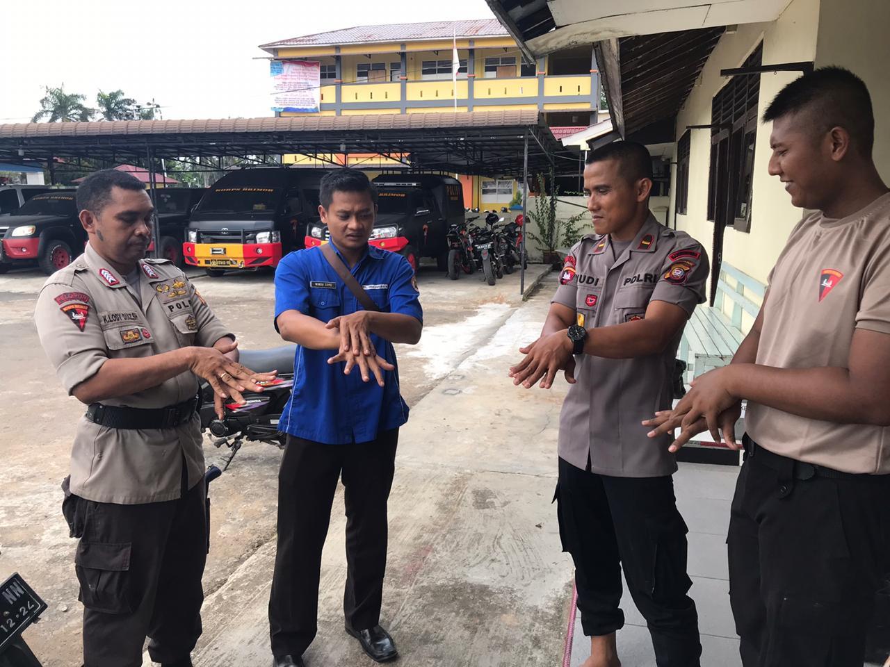 Pasukan Elite Brimob Polda Kalbar Tak Luput Dari Sosialaisi Pencegahan Virus Covid-19
