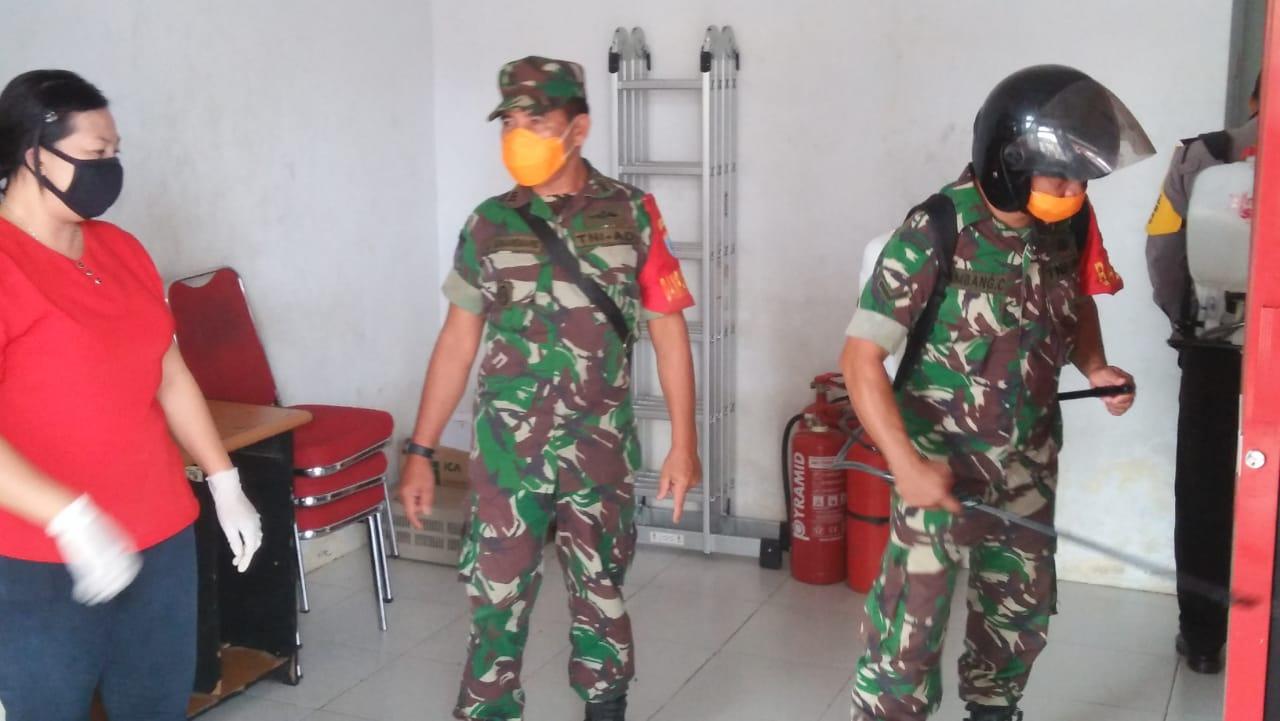 Dukung Upaya Pemerintah,Pangdam XII Tanjungpura Intruksikan Semprot Disinfektan di Fasilitas Umum