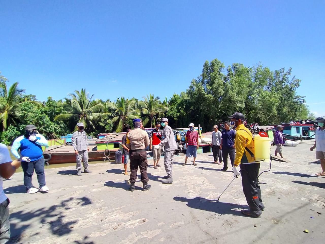 Unsur Bakamla RI/IDNCG di Sambas dan Bitung Turut Aksi Lawan COVID-19