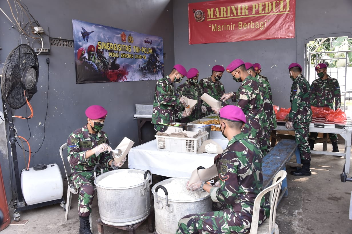 Sinergitas TNI-Polri Bantu Warga Terkena Dampak Covid-19