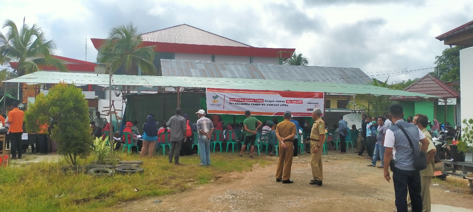 Warga Kecamatan Kapuas Kabupaten Sanggau,Menerima Bantuan Sosial Tunai ditahap Pertama