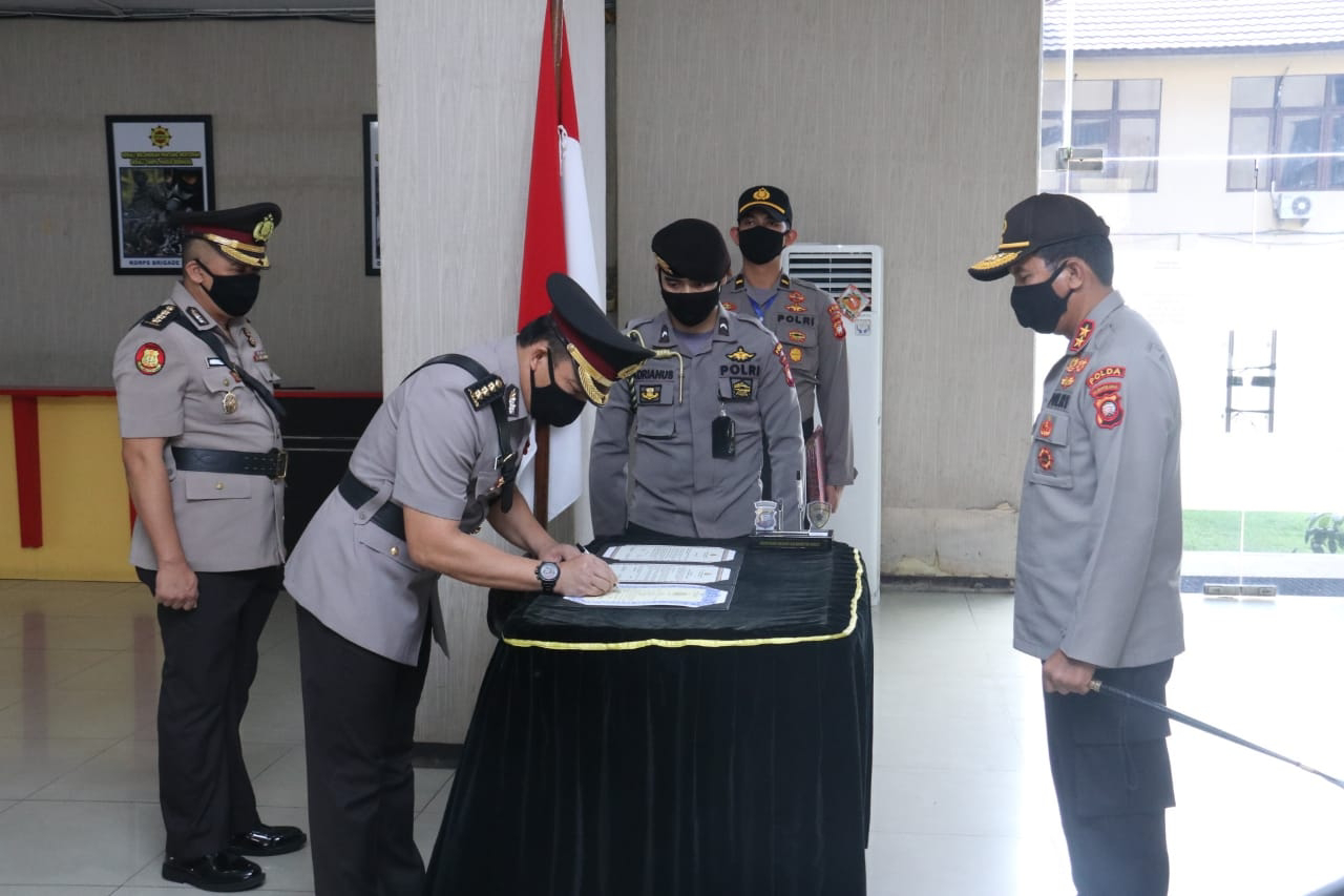 Kapolda Kalbar Pimpin Serah Terima Jabatan Kabidkum dan Menerima Jabatan 3 Pejabat Utama Serta 2 Kapolres