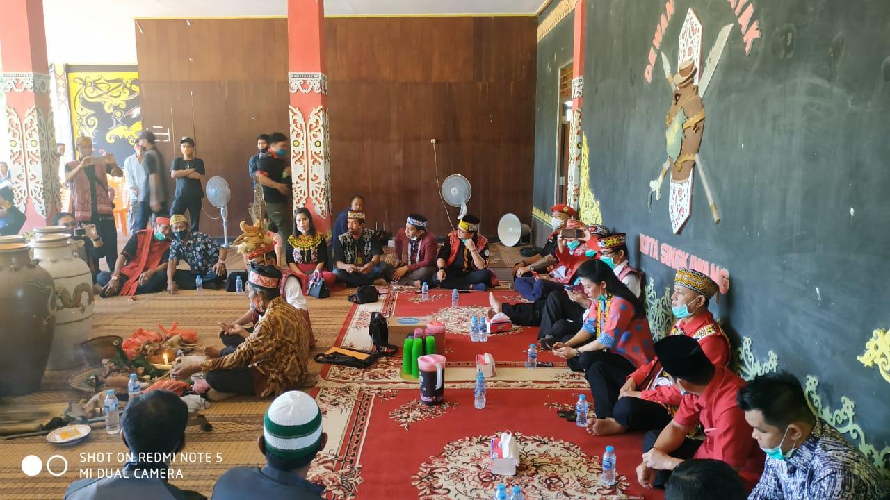 2 Warga Singkawang Yang Sempat Saling Komentar Bawa Suku Ahirnya Berdamai Melalui Proses Adat