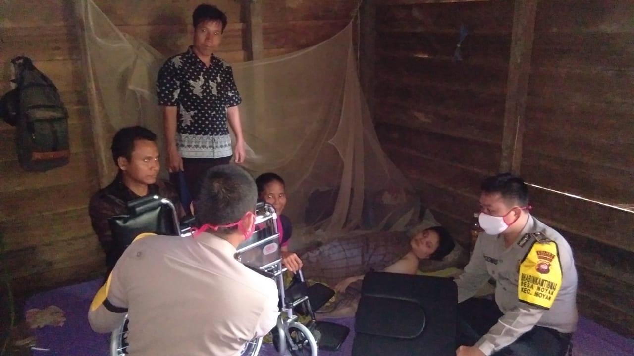 Ringaknan Beban Yang dialami Melti Dua Orang Anggota Bhabinkamtibmas Polsek Noyan Berikan Bantuan