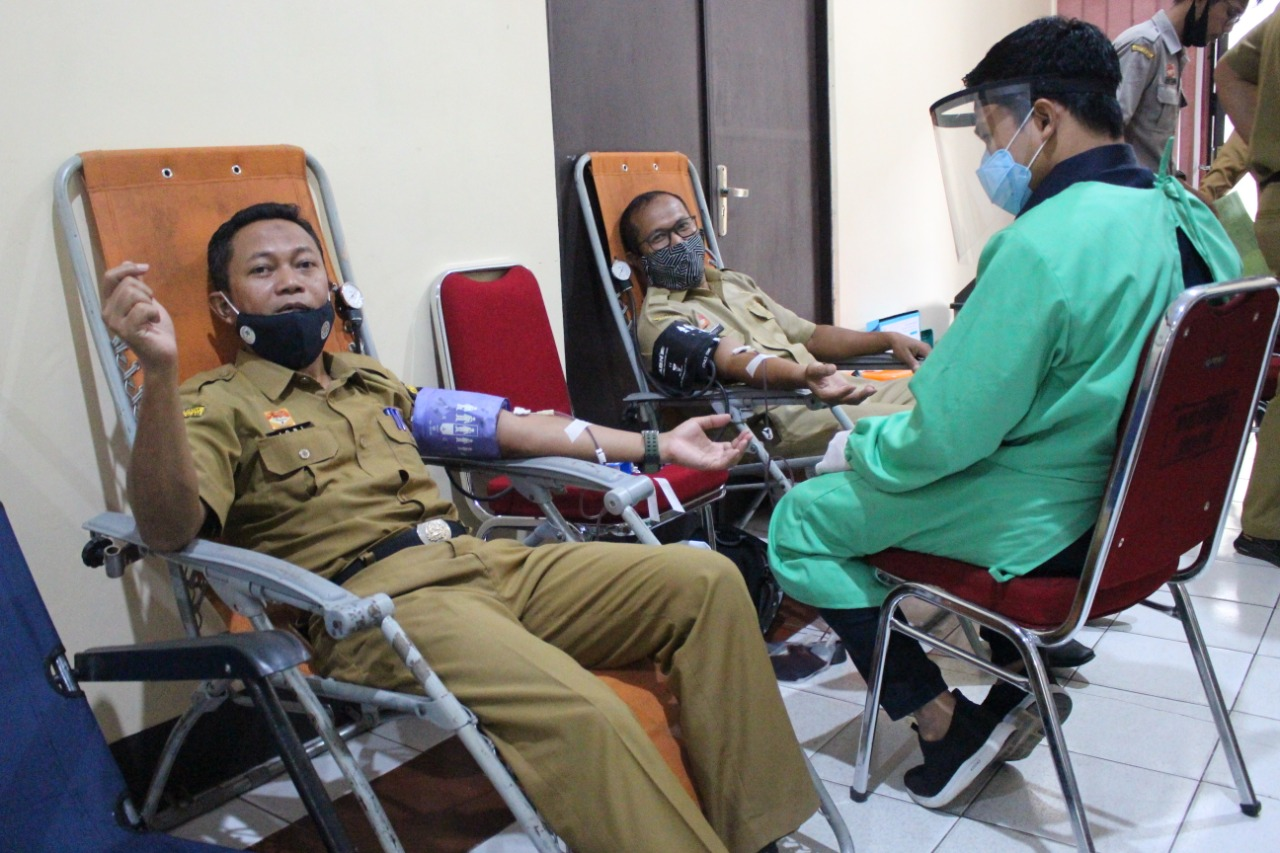 Gandeng PMI dan UDD Sanggau Diskominfo dan Perangkat Daerah Kabupaten Sanggau Gelar Donor Darah Suka Rela
