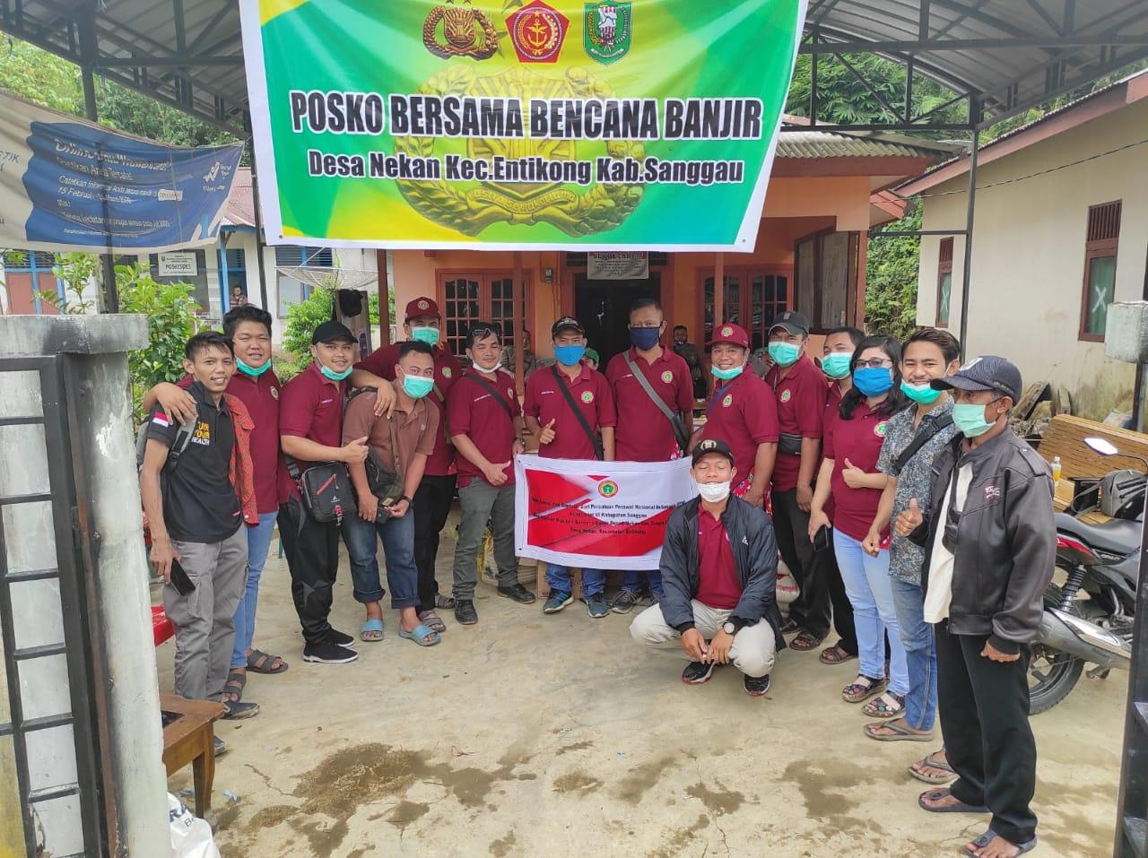 PPNI Sanggau Beri Bantuan Bagi Warga Desa Nekan Kecamatan Entikong Yang Terdampak Banjir Bandang