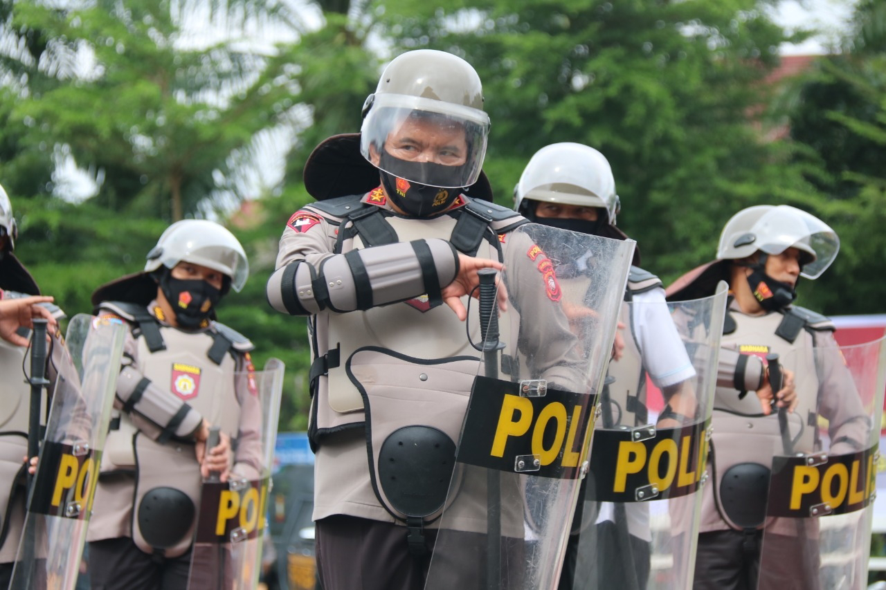 Pegang Tameng, Kapolda Kalbar Ikuti Langsung Latihan Pengendalian Massa