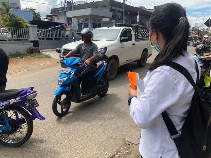 DINSOSP3AKB Kabupaten Sanggau Bersama POLRES Sanggau dan BPBD Sanggau Bagikan 580 Buah Masker