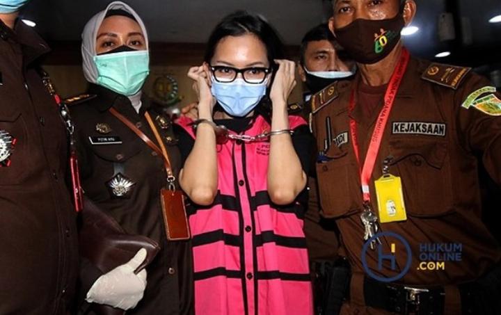 Berita Foto : Jaksa Pinangki Usai Diperiksa Polri