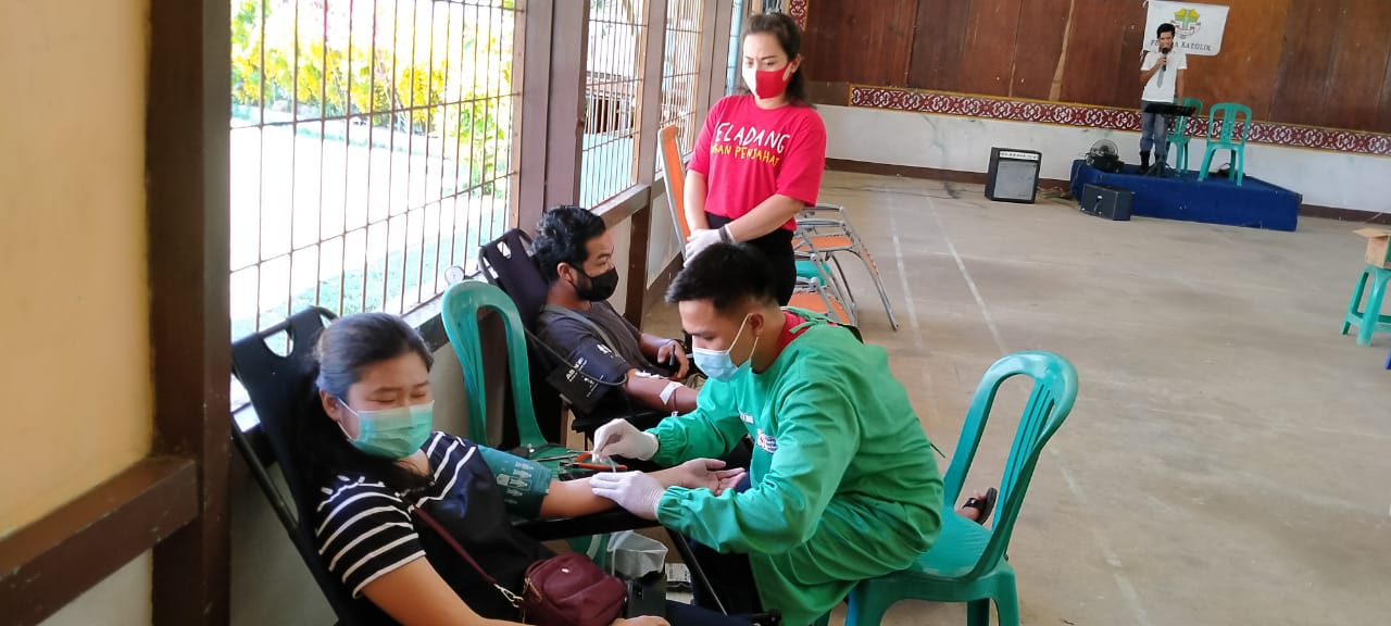 Pemuda Katolik KAC Balai Batang Tarang Bersama UDD PMI Sanggau,Selenggarakan Kegiatan Donor Darah